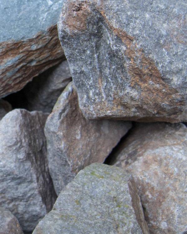 Splitte und Kiesel 2019 – Gabionenschotter und Findlinge
