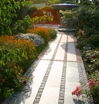 Pflastersteine: Der Weg ist das Ziel. Natürlich mit Naturstein.